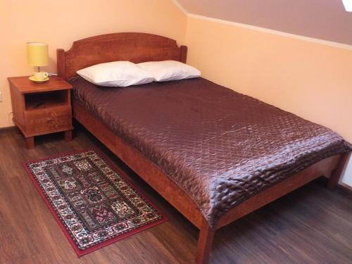 A bed or beds in a room at Tee Motell