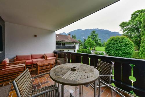 A balcony or terrace at Alpen Deluxe Oberammergau
