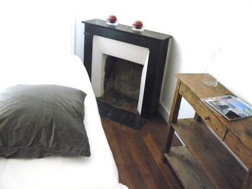 TV a/nebo společenská místnost v ubytování La Cour du 5ème - Chambre d'hôtes