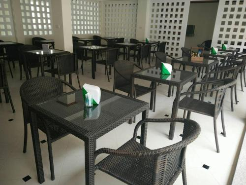 A restaurant or other place to eat at Phangan Pearl Villa