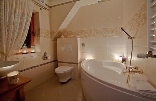 Ein Badezimmer in der Unterkunft Willa Grandeus