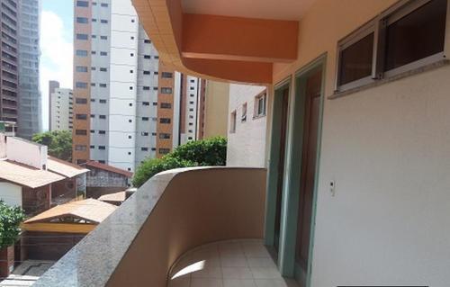 A balcony or terrace at Condomínio La Perla