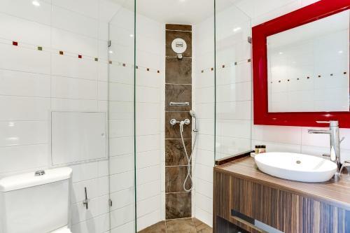Salle de bains dans l'établissement Hotel Le Mistral