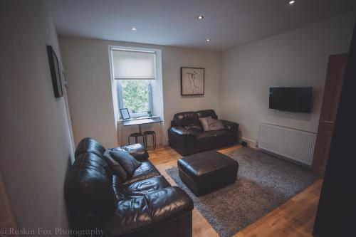 A seating area at Contemporary open plan two bedroom