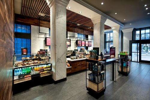 A restaurant or other place to eat at Courtyard by Marriott Nashville Downtown