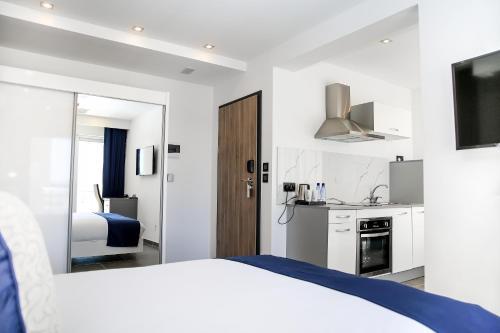 A kitchen or kitchenette at Pebbles Boutique Aparthotel