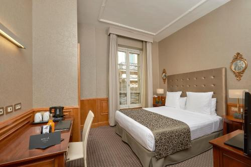 A bed or beds in a room at Melia Paris Vendome