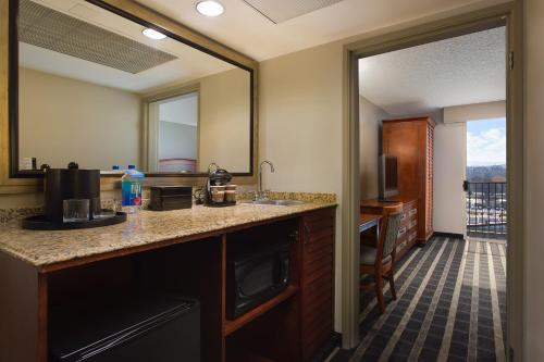 A kitchen or kitchenette at Embassy Suites San Francisco Airport - Waterfront