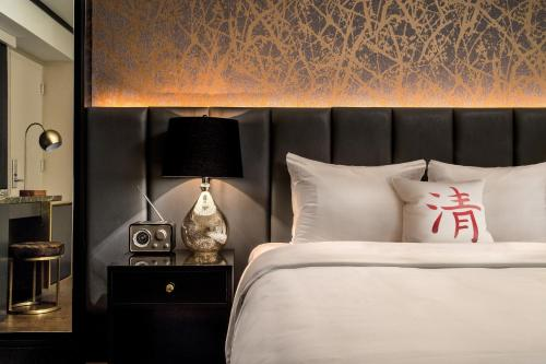 A bed or beds in a room at Cachet Boutique Hotel NYC