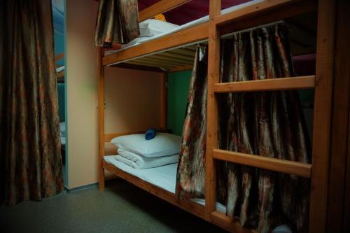 Двухъярусная кровать или двухъярусные кровати в номере Hostel Like