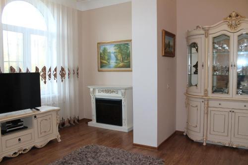 Телевизор и/или развлекательный центр в Apartment on Voykova 31