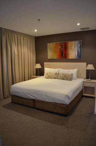 A bed or beds in a room at APTonNorthTCE