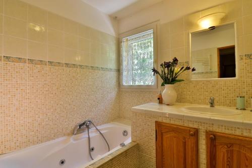 A bathroom at La Ressource