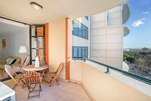 A balcony or terrace at Two Bedroom Apartment Napier Street II(AX301)