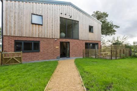 Heath Row Barn