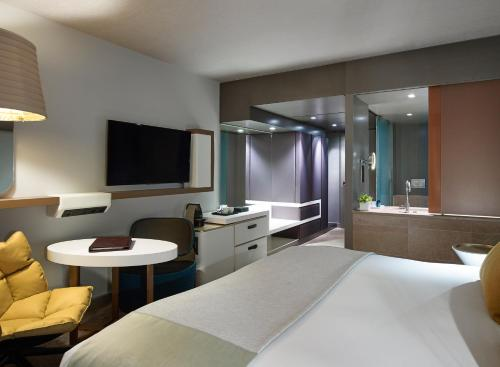 A television and/or entertainment centre at Sofitel Munich Bayerpost