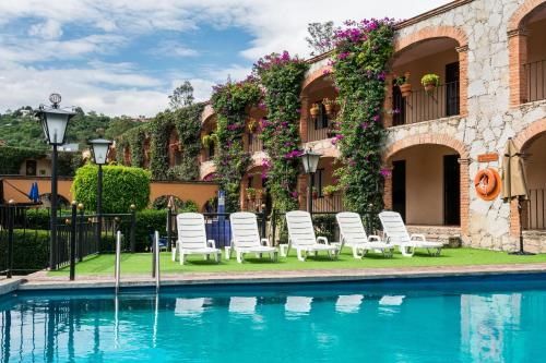 The swimming pool at or near Hotel Abadia Plaza