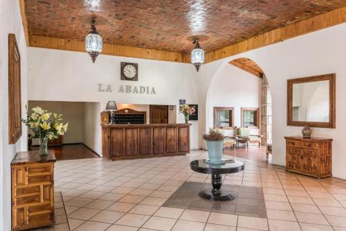 The lobby or reception area at Hotel Abadia Plaza