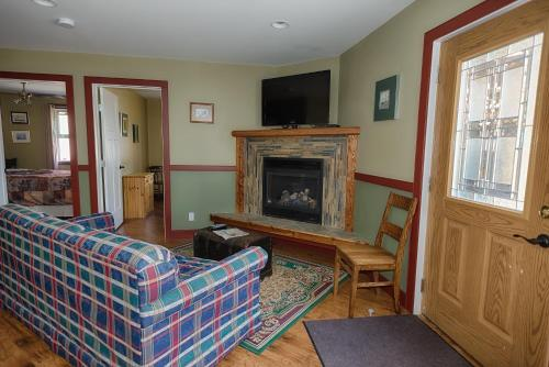 A seating area at Country Encounters Accommodations