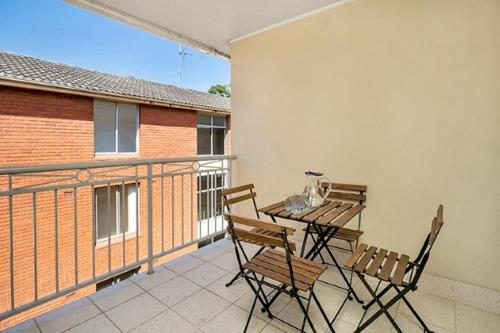 A balcony or terrace at Two Bedroom Apartment Abbott Street(COOGY)
