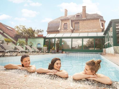 The swimming pool at or near Thermae Grimbergen Hotel