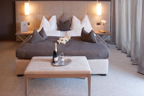 Ein Bett oder Betten in einem Zimmer der Unterkunft The Lodge - Golfclub Eppan