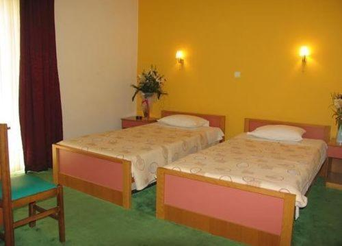 A bed or beds in a room at Hotel Orfeas