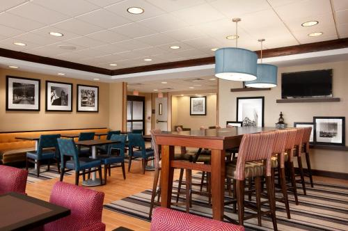 A restaurant or other place to eat at Hampton Inn Boston/Braintree