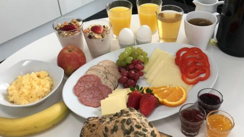 Morgenmad for gæster der bor på Den Gamle Købmandsgaard Bed & Breakfast