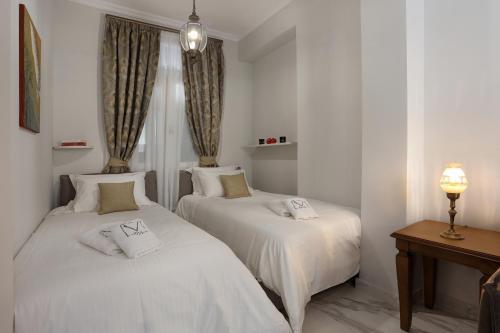 Een bed of bedden in een kamer bij V1935 Luxurious Apartments