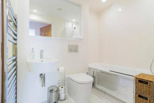 A bathroom at City Stay Serviced Apartments