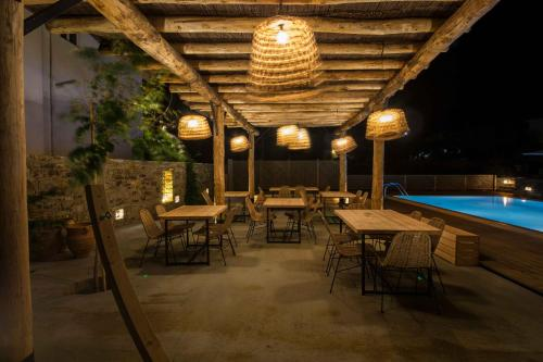 A restaurant or other place to eat at Anemoessa Luxury Villas