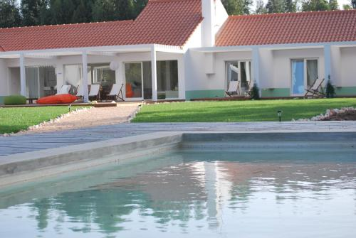 The swimming pool at or close to Casas da Lupa