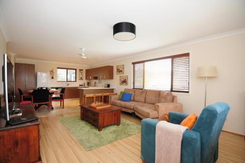 A seating area at Sandy Feet Getaway