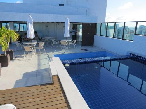 The swimming pool at or close to Flats Boa Viagem Prime
