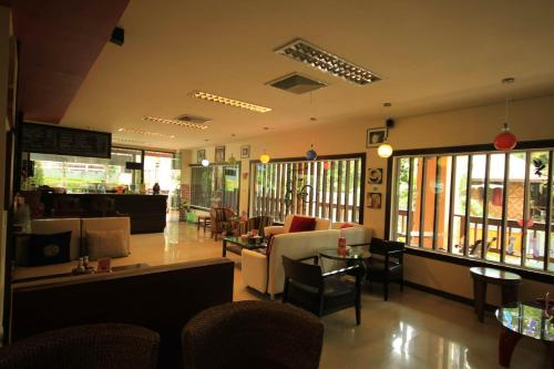 The lobby or reception area at Lanta Garden Hill Resort and Apartment
