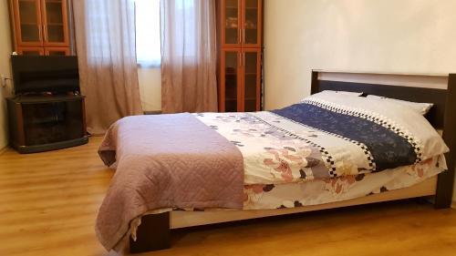 Кровать или кровати в номере Apartment on Starobitsevskaya