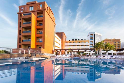 Het zwembad bij of vlak bij Be Live Experience La Niña