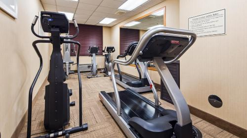 The fitness center and/or fitness facilities at Best Western Airport Inn & Suites Cleveland