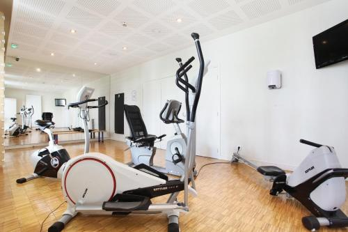 The fitness center and/or fitness facilities at Odalys City Lyon Confluence