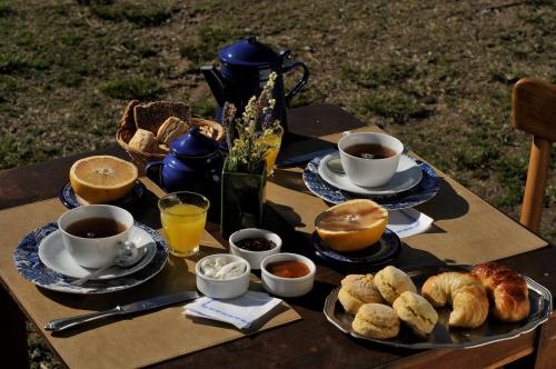 Breakfast options available to guests at LAS JARILLAS Hosteria&bodega
