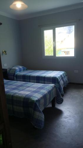 A bed or beds in a room at Hostel Los Viajeros