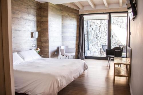 Cama o camas de una habitación en Agroturismo Haitzalde B&B - Adults Only