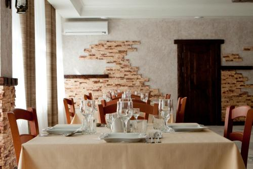 A restaurant or other place to eat at Park Hotel Veles
