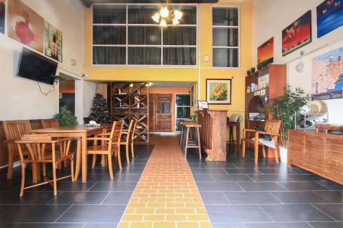 A restaurant or other place to eat at Magpie Residence