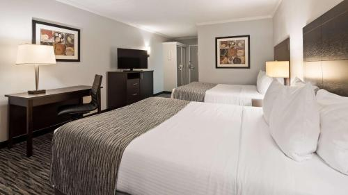 A bed or beds in a room at Best Western Kirkwood Inn