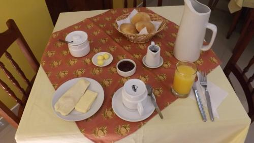 Breakfast options available to guests at El Cumbe Inn