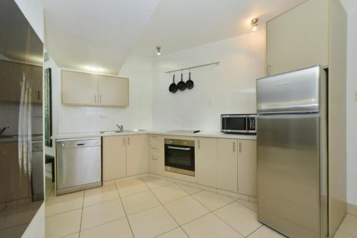 A kitchen or kitchenette at Club Tropical Resort Book Here With The Only Onsite Reception Open Daily