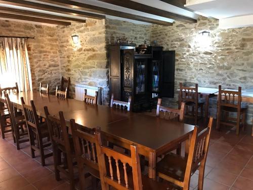 Un restaurante o sitio para comer en Cabañas Maleixas