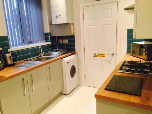 A kitchen or kitchenette at Townhouse @ Balliol Street Stoke